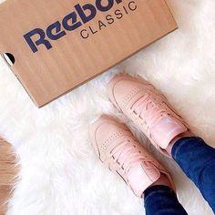 """(@reebokclassicpolska) na Instagramie: """"Niektórym wystarczą do szczęścia różowe okulary. 🌸 Nam - różowe klasyki. #reebokclassicpolska…"""" Reebok, Chanel, Classic, Instagram Posts, Derby, Classical Music"""