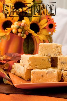 Did you know it was possible to make fudge in the crockpot? If you usually only use it for stews and soups, give your slow cooker a whirl making fudge. Crockpot Dessert Recipes, Crock Pot Desserts, Fudge Recipes, Candy Recipes, Just Desserts, Holiday Recipes, Delicious Desserts, Cookie Recipes, Cookies And Cream Fudge