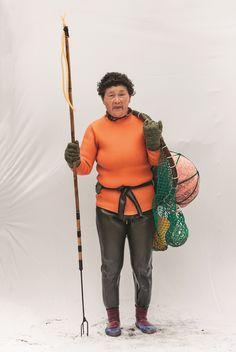Smashing portraits of South Korean deep sea diver women by Hyung S Kim (via The Guardian)
