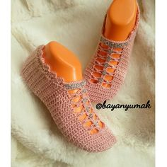 Crochet Art, Crochet Stitches, Crochet Patterns, Sock Shoes, Cute Shoes, Alhamdulillah, Crochet Slippers, Crochet Accessories, Knitting Socks