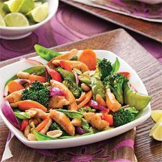 Poulet sauté à l'asiatique Wok Recipes, Asian Recipes, Chicken Recipes, Dinner Recipes, Healthy Recipes, Ethnic Recipes, Dinner This Week, Chow Mein, Tasty Dishes