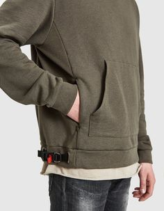Pullover hoodie from John Elliott in Dark Olive. Baby Dress Patterns, Camo Fashion, Sporty Outfits, Hoodie Jacket, Hoodies, Sweatshirts, Shirt Style, Sportswear, Men Sweater
