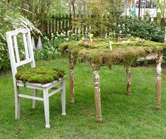 Gartengestaltung: Leichte und Märchenhafte  Deko Ideen im Garten - möbelstücke stuhl tisch moos idee garten deko
