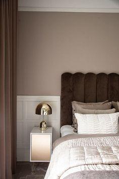 Att välja sänggavel - 34 kvadrat - Metro Mode - Lilly is Love Master Bedroom Design, Home Bedroom, Bedroom Decor, Antique Bedroom Furniture, Beautiful Home Designs, Contemporary Bedroom, Home Decor Accessories, Interior Design, Decor Ideas