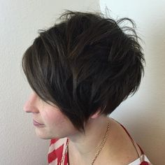 Think outside the box with blunt or choppy haircuts. These are 22 best short blunt and choppy haircut options with bob, pixie, layers etc. Short Choppy Haircuts, Short Hairstyles For Thick Hair, Haircut For Thick Hair, Haircut And Color, Short Hair Cuts, Pixie Haircut, Short Hair Styles, Choppy Hairstyles, Thick Haircuts