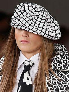 Šít krásná módní klobouk