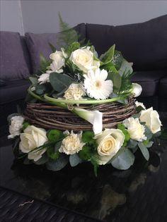 Flower Decorations, Table Decorations, Fleur Design, Modern Flower Arrangements, Deco Floral, Funeral Flowers, Diy Home Crafts, Flower Bouquet Wedding, Paper Flowers