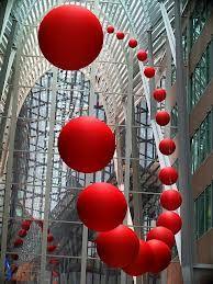 инсталляция с шарами - Поиск в Google