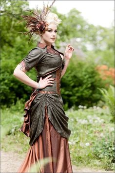 Steampunk Style ~ Like what they've done with the sleeves - looks like an easy way to give ordinary sleeves a bit of interest :)