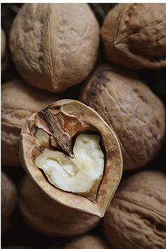 Full of natural and lovable nutrition :) Walnuts! Full of natural and lovable nutrition 🙂 Walnuts! Full of natural and - I Love Heart, With All My Heart, Happy Heart, Humble Heart, Heart In Nature, Heart Art, In Natura, Mabon, Love Symbols