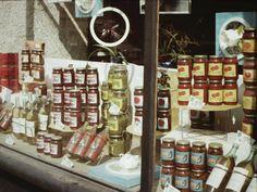 Romania 1984-1986 vazuta din ambasada SUA | Muzeul de Fotografie Bucharest Romania, World Cultures, Wonderful Places, Old Town, Childhood Memories, Nostalgia, Retro, Holiday Decor, 1984