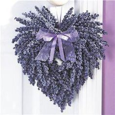 Decorating idea in lavender. Hang on a door handle, perhaps!