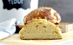 The very best Homemade Pretzel Bread Recipe! You will win hearts by making this recipe. Say goodbye store-bought pretzel bread forever! Pretzel Bread Recipes, Yeast Bread Recipes, Fresh Bread, Sweet Bread, Zojirushi Bread Machine, Bread Recipe Video, Multi Grain Bread, Homemade Pretzels, Pasta Maker