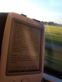 Here is a lovely photo of Nicolas R.'s Opus on the train.  Aahh... I remember travelling in the days before the Opus, when half (or more!) of the weight of my bag was books... I don't miss that at all! Thanks Nicolas for that lovely photo that makes me want to jump on a train myself!