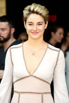 A two-toned pixie cut? Gorgeous. Shailene Woodley shows us that the growing-out process doesn't have to be painful. #refinery29 http://www.refinery29.com/visible-roots-hair-trend#slide-4