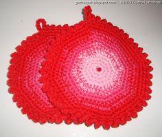 by GJ: Hæklede grydelapper i børnestørrelse - Small crochet potholders for the play kitchen