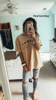 Thrift a similar shirt** and style similarly comfy school outfits, casual summer outfits Casual School Outfits, Teen Fashion Outfits, Cute Casual Outfits, Look Fashion, Fashion Check, Jeans Fashion, Spring Outfits For School, Travel Outfits, Fashion Ideas