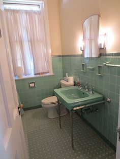 6 DIFFERENT bathrooms... 6 different colors. All small little bathrooms and some of the color and patterns made me want to yak...but that being said, this is my fav. - mint-green-retro-bathroom