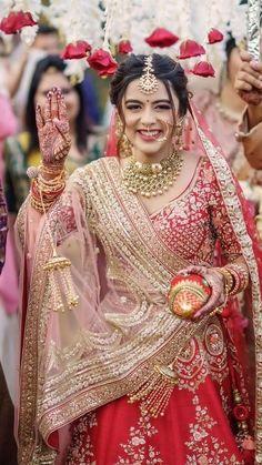 Indian Wedding Poses, Indian Bridal Photos, Indian Bridal Outfits, Indian Bridal Wear, Indian Designer Outfits, Bridal Dresses, Wedding Couple Poses Photography, Indian Wedding Photography, Bridal Looks