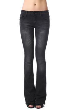 Flare jean in black with distressed finish - 44,90 € - https://q2shop.com/