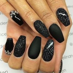 Black nail art designs can instantly add glamour to your look. The best thing about painting your nails black. type of black nail art 2018 Gel Acrylic Nails, Matte Nails, Acrylic Nail Designs, Nail Art Designs, Black Nails, Matte Black, Black Glitter, Nails Design, Shellac