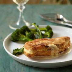 For her lovely riff on classic chicken cordon bleu, Marcia Kiesel replaces the heavy ham-and-Swiss-cheese filling with creamy havarti and thyme. Inste...