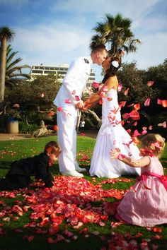 Bride & Groom, Ring Bearer & Flower Girl  OMG that's adorable! would be cute as they kiss the kids throw flowers
