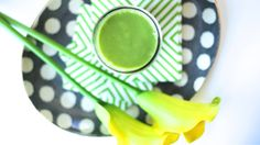 The Power of Matcha: Matcha Kale & Mango Smoothie (She's In The Glow) Mango Smoothie Recipes, Matcha Smoothie, Juice Smoothie, Smoothies, Healthy Life, Healthy Eating, Healthy Food, How To Feel Beautiful, Kale