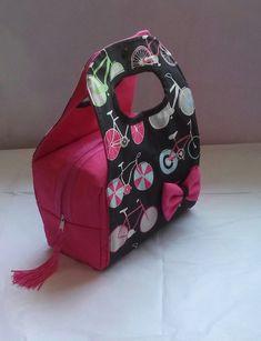 Novo modelo!!! <br>lunch bag em tecido resistente (lona leve) <br>parte interna térmica <br>Acompanha saquinho porta talher.