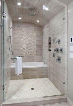 #Shower with #glass #door and #beige #tiles // #Dusche mit #Glastür und #beigen #Fliesen