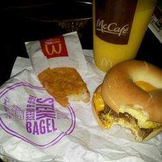 My new fav bfast. Steak egg cheese bagel mcds cant wait til 530 they betterbe open dammit! Breakfast Dishes, Breakfast Ideas, Breakfast Recipes, Cheese Bagels, Hash Browns, Perfect Breakfast, Orange Juice, Junk Food, Cant Wait