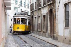 Lissabon, neem tram 28, een meer dan 100 jaar oude tramlijn langs alle highlights. Tip: Gebruik dagkaarten voor het openbaar vervoer en de Santa Justa lift.