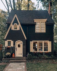 Cottage with paved walk, and brick front steps. Cottage with paved walk, and brick front steps. Style At Home, Cute House, Interior Modern, Modern Furniture, Furniture Design, Cottage Homes, Tudor Cottage, Brick Cottage, Cottage House Plans