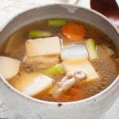 Vegetable Soup (Kenchinjiru) Kenchin Jiru (Japanese Vegetable Soup) served served as a Western-style soup.Kenchin Jiru (Japanese Vegetable Soup) served served as a Western-style soup. Healthy Recipes, Asian Recipes, Mexican Food Recipes, Soup Recipes, Cooking Recipes, Healthy Food, Cooking Pork, Cooking Games, Cooking Videos