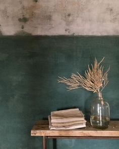 Mur coloré, pièce ravivée #vert #couleur #peinture #salon #bureau #décoration