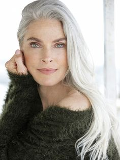 SILVER - Model Management - Paris - Roxanne Gould Long Hair Older Women, Going Gray Gracefully, Aging Gracefully, Long Gray Hair, Silver Grey Hair, Paris Grey, Atypical, Fine Wine, Ageing