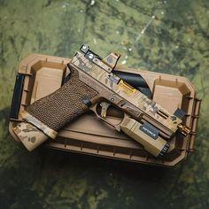 Glock Guns, Weapons Guns, Guns And Ammo, Armes Futures, Ar Pistol, Tactical Gear, Tactical Survival, Tac Gear, Custom Guns