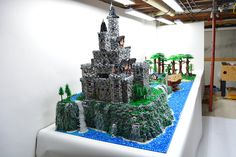 So here is my latest MOC based on the Robin Hood classic which was a favorite of mine as a child and now for my 6 year old son. The build stands over 4 fe...