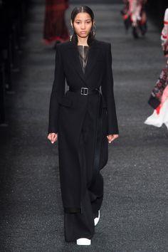 Défilé Alexander McQueen prêt-à-porter femme automne-hiver 2017-2018 11