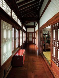 House full of happiness _ thaw slope gwonohchun Chairman of the Institute hanok house Au-jin they Noni, per choeun/South Korea Asian Interior, Japanese Interior, Interior Exterior, Interior Design, Dream Home Design, House Design, Asian House, Beautiful Home Gardens, Traditional House