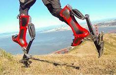 De Brit Keahi Seymour heeft zevenmijlslaarzen uitgevonden waarmee je wel 40 km/u kunt halen.