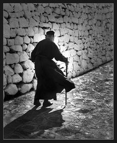 The monk - Patmos island by PhoS Sant Orthodox Prayers, Prayer For Family, Splash Photography, The Monks, Greek Quotes, Imagines, Black And White Pictures, Greek Islands, Cool Baby Stuff