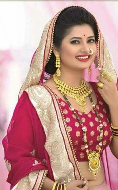 Beautiful Girl Indian, Simply Beautiful, Beautiful Women, Indian Fashion, Womens Fashion, Bindi, Married Woman, Traditional Looks, New Dress