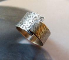 Anillo de plata esterlina ajustable banda ancha, rústico con textura anillo martillado, metalistería, hecho a mano