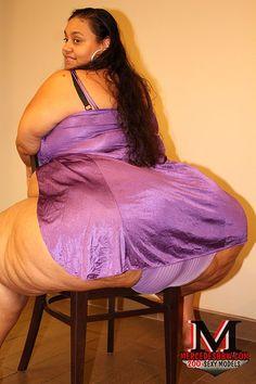 Thick Girl Fashion, Big Thighs, Chubby Ladies, Voluptuous Women, Ssbbw, Sexy Curves, Body, Curvy, Phat Azz