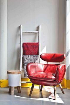 Diesen Hingucker-Stuhl findest du im Online Shop: http://restyle24.de/Sessel-Zelena-Echtleder Den kleinen Beistelltisch gibt es hier: http://restyle24.de/Hocker-grau-Holz-Metall-45cm
