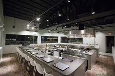 Agence Dai Sugasawa designed the 'Restaurant Nanzan GiroGiro' in Honolulu, United States. http://en.51arch.com/2014/07/i0112-restaurant-nanzan-girogiro/