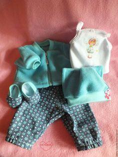 Купить или заказать Костюм для куклы Baby Born (Беби Бон) в интернет-магазине на Ярмарке Мастеров. Комплект из 5 предметов для кукол Беби Бон 43 см или подобных кукол-пупсов. Комплект состоит из 5 вещей : толстовки джинсы с очаровательными бирюзовыми или красными цветочками майка с термонаклейкой в виде Феи,застёжка на спинке,удобна для одевания шапочка с забавными ушками декорирована цветами ботиночки под брючки Все легко одевается и снимается.