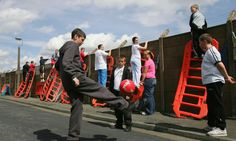 ♠ Young fans gather to catch a glimpse of their heroes - May 2005 #LFC #Melwood
