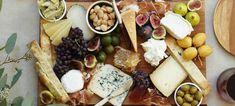 Eνας δίσκος με τυριά, κυρίως πιάτο